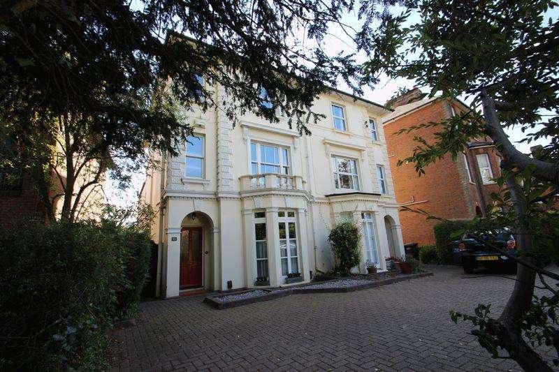 4 Bedrooms Semi Detached House for sale in Hadlow Road, Tonbridge
