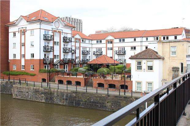 2 Bedrooms Flat for sale in Ferrymans Court, Queen Street, St. Philips, BRISTOL, BS2 0JB