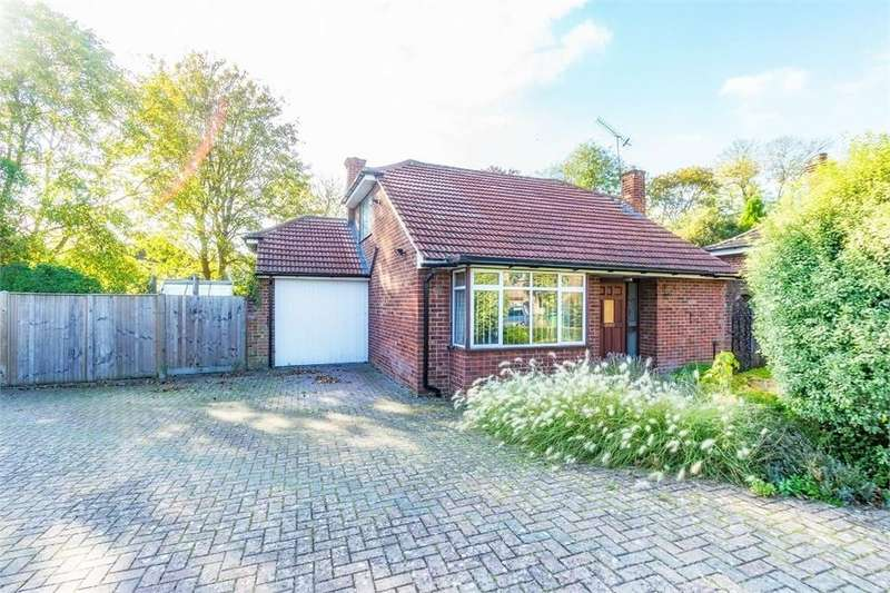 3 Bedrooms Chalet House for sale in Grove Close, Old Windsor, Berkshire