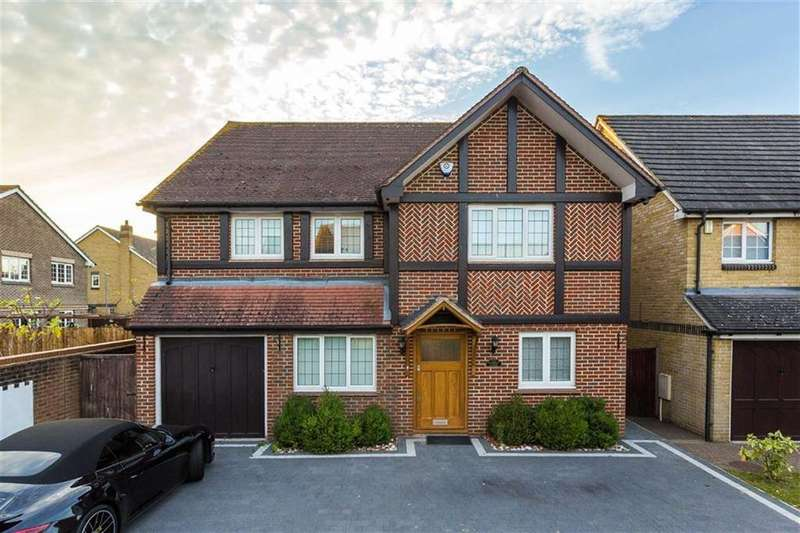4 Bedrooms Detached House for sale in Starkey Close, Cheshunt, Hertfordshire
