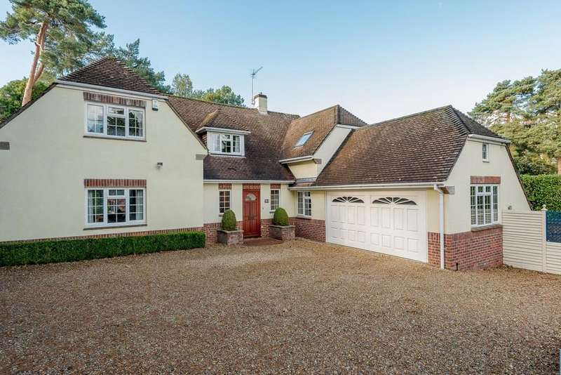 4 Bedrooms Detached House for sale in New Road, Ferndown