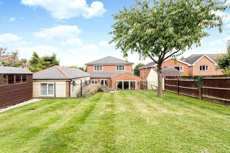 4 Bedrooms Detached House for sale in Kempshott Lane, Basingstoke, RG22