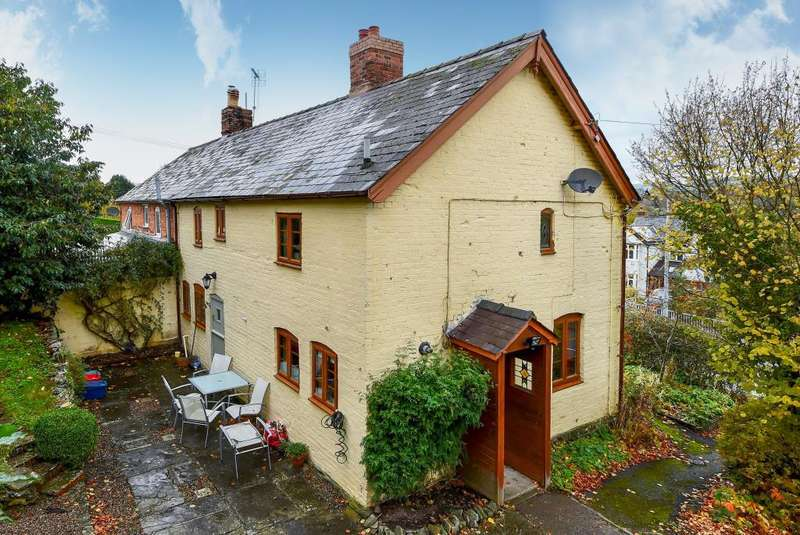 3 Bedrooms Cottage House for sale in Knighton Road, Presteigne, LD8
