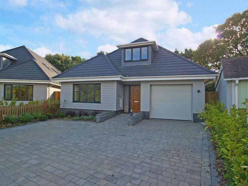 4 Bedrooms Detached House for sale in HIGHCLIFFE ON SEA