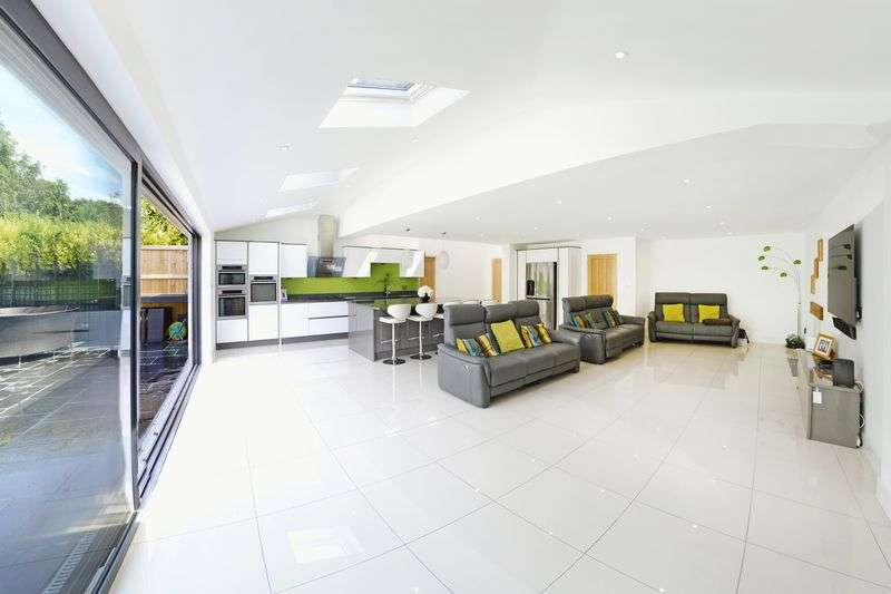 5 Bedrooms Property for sale in Thistlebarrow Road, Bournemouth