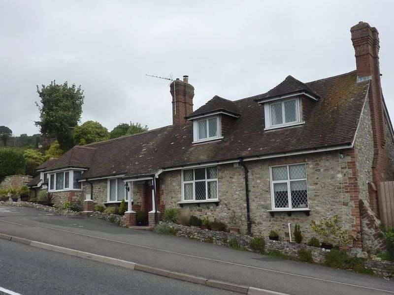 3 Bedrooms Property for sale in Charmouth Road, Lyme Regis