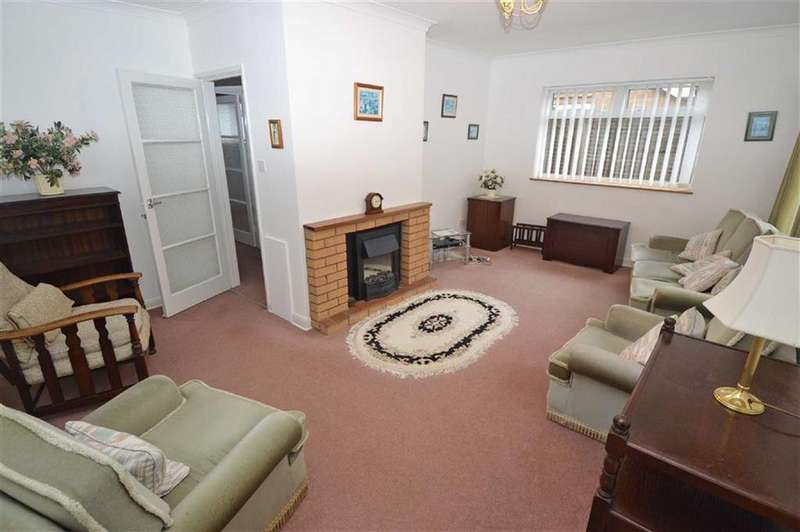 2 Bedrooms Detached Bungalow for sale in Woodside Road, Oadby