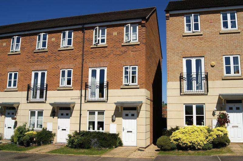 4 Bedrooms Terraced House for sale in Hartington Close, Grantham