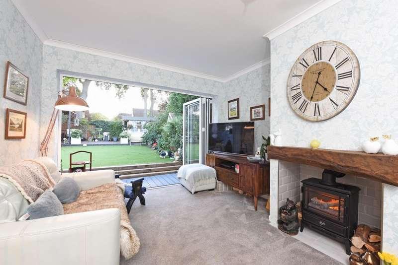 3 Bedrooms Semi Detached House for sale in Ringwood Road, Farnborough, GU14