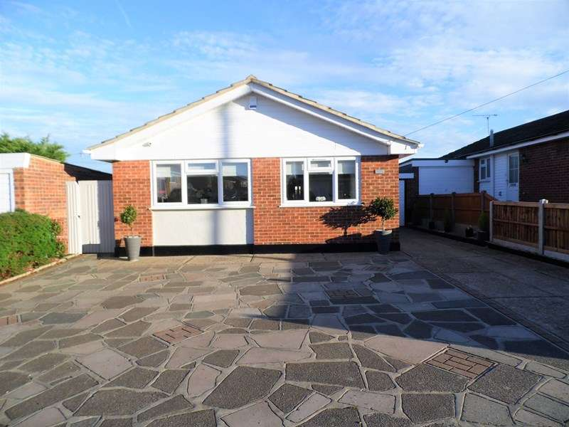 3 Bedrooms Detached Bungalow for sale in Glencoe Drive, Wickford