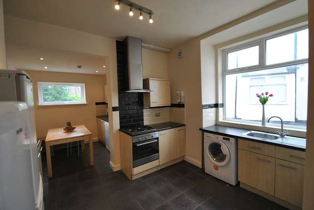 10 Bedrooms Semi Detached House for rent in Slade lane, Fallowfield, Manchester, M19 2AE