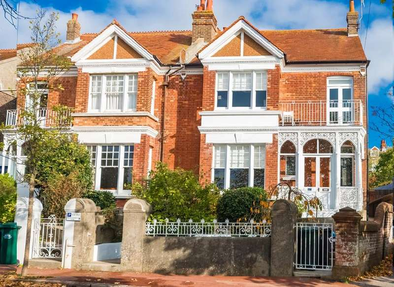 4 Bedrooms Semi Detached House for sale in East Drive, Brighton, BN2