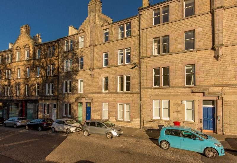 3 Bedrooms Flat for sale in 37 (2F1) Royal Park Terrace, Edinburgh, EH8 8JA