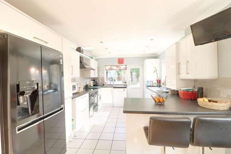 4 Bedrooms Detached House for sale in Windsor Road, Lindford, Hampshire