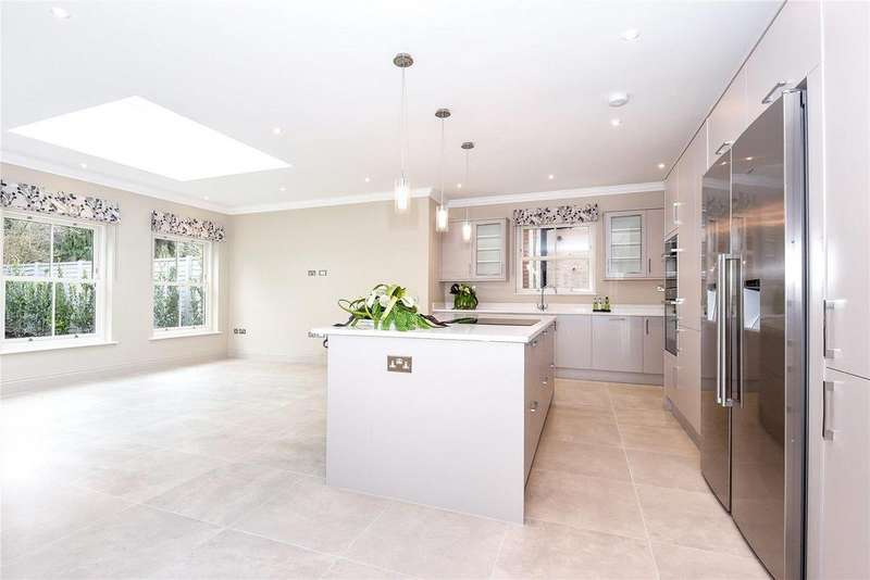 4 Bedrooms Detached House for sale in Chobham Road, Ascot
