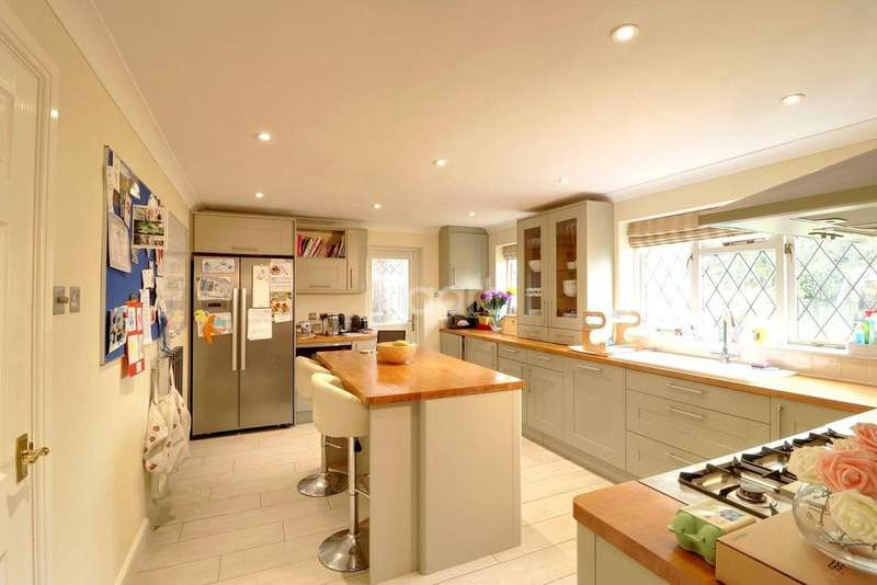 4 Bedrooms Detached House for sale in Liphook Road, Lindford, Hampshire
