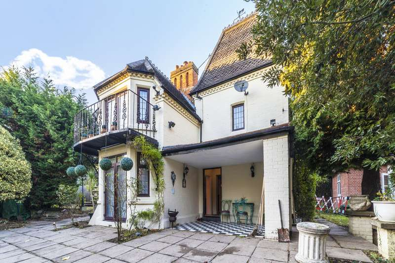 4 Bedrooms Detached House for sale in Copgate Path, London SW16