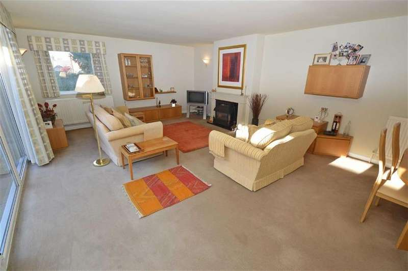 3 Bedrooms Semi Detached Bungalow for sale in Holmleigh Gardens, Thurnby