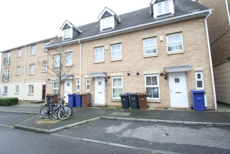 3 Bedrooms Terraced House for sale in Windermere Avenue, Purfleet