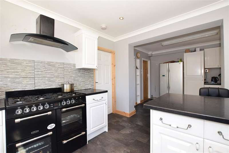5 Bedrooms Semi Detached House for sale in Torrance Close, , Hornchurch, Essex