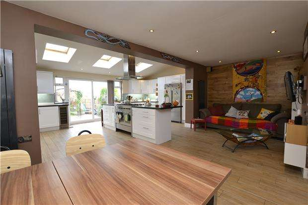 4 Bedrooms Semi Detached House for sale in Conygre Grove, Filton, Bristol, BS34 7DW