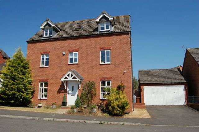 5 Bedrooms Detached House for sale in South Meadow View, St Crispins, Northampton NN5 4BT