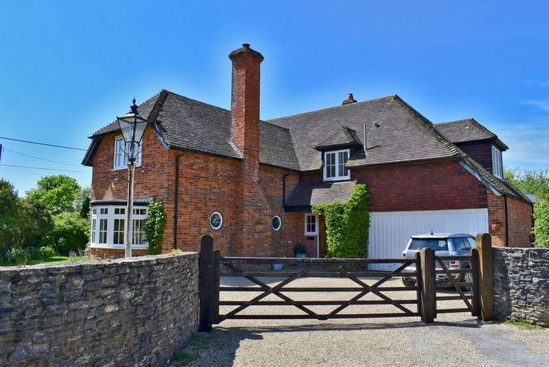 4 Bedrooms Detached House for sale in Holly Lane, Pilley, Lymington, SO41