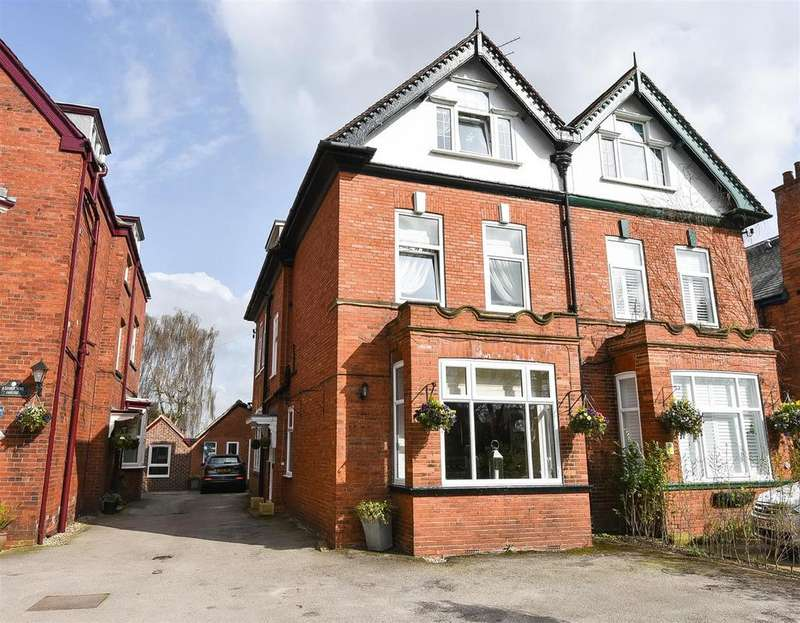 5 Bedrooms Semi Detached House for sale in Fulford Road, Fulford, York