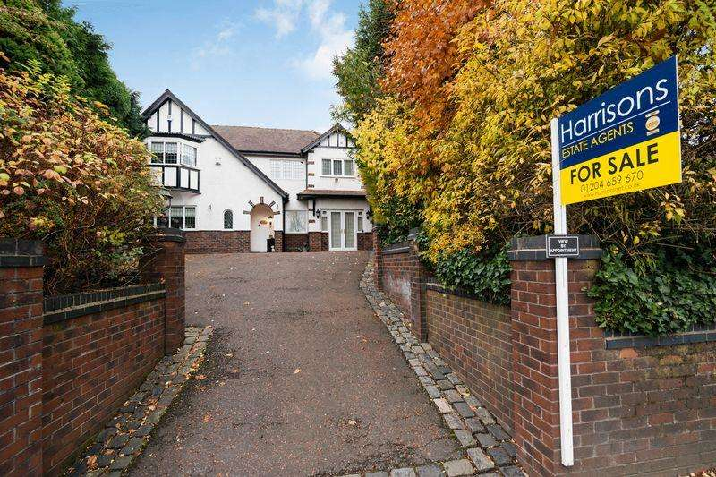 4 Bedrooms Semi Detached House for sale in Newbrook Road, Over Hulton, Manchester.