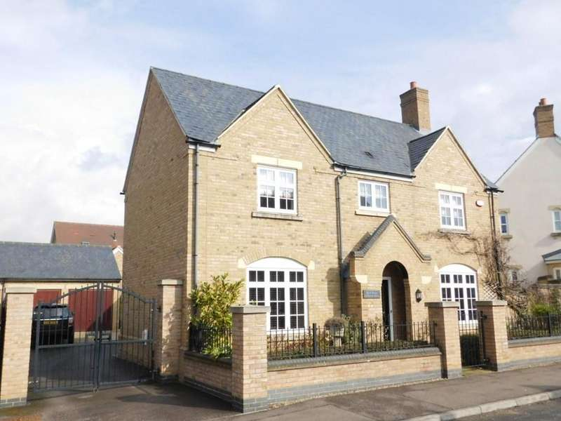 4 Bedrooms Detached House for sale in Paxton Drive, Fairfield, Hitchin SG5 4GD