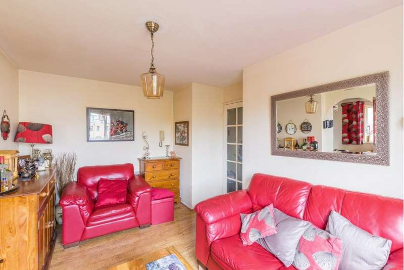 Studio Flat for sale in Plowman Close, Tottenham, N18