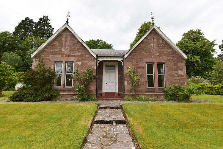 2 Bedrooms Cottage House for sale in Edina Cottage, Victoria/Albert Street, Alyth PH11