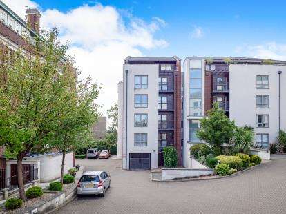 2 Bedrooms Flat for sale in City Point, Standard Hill, Nottingham, Nottinghamshire