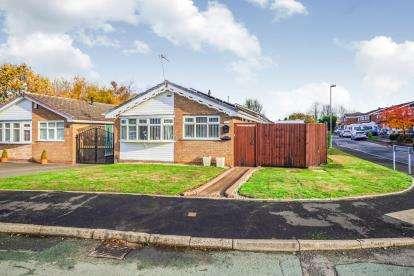 2 Bedrooms Bungalow for sale in Furzebank Way, Willenhall, West Midlands
