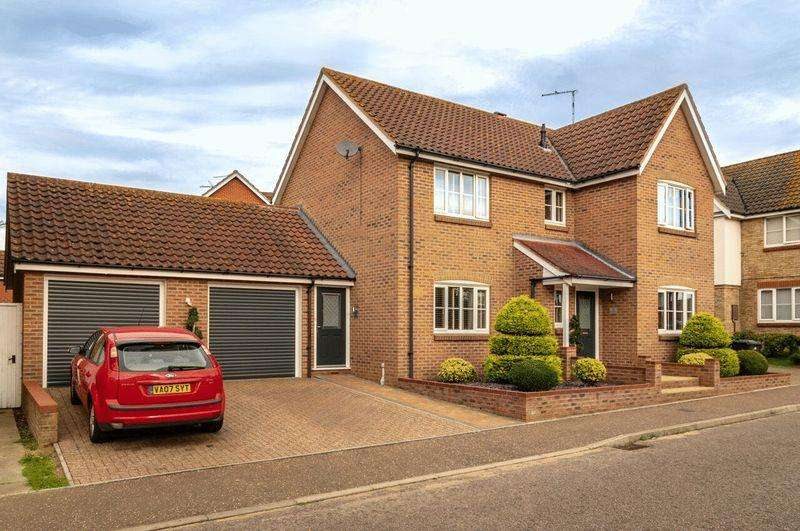 4 Bedrooms Detached House for sale in Blake Drive, Great Yarmouth