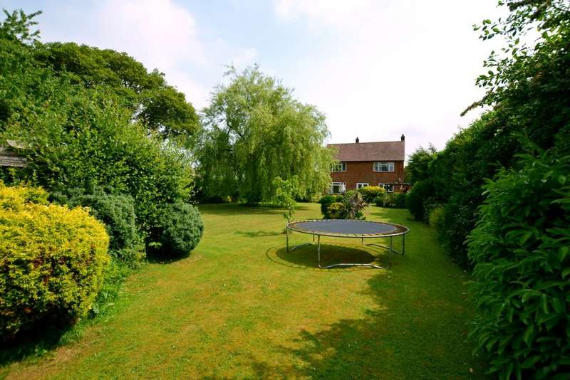 4 Bedrooms Detached House for sale in Seymour Road, Ringwood, Hampshire, BH24