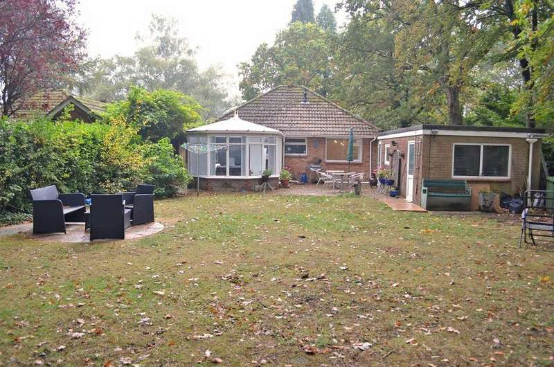 2 Bedrooms Detached Bungalow for sale in Coventry Crescent, Broadstone, Poole