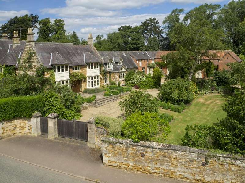 8 Bedrooms Detached House for sale in Main Street, Whissendine
