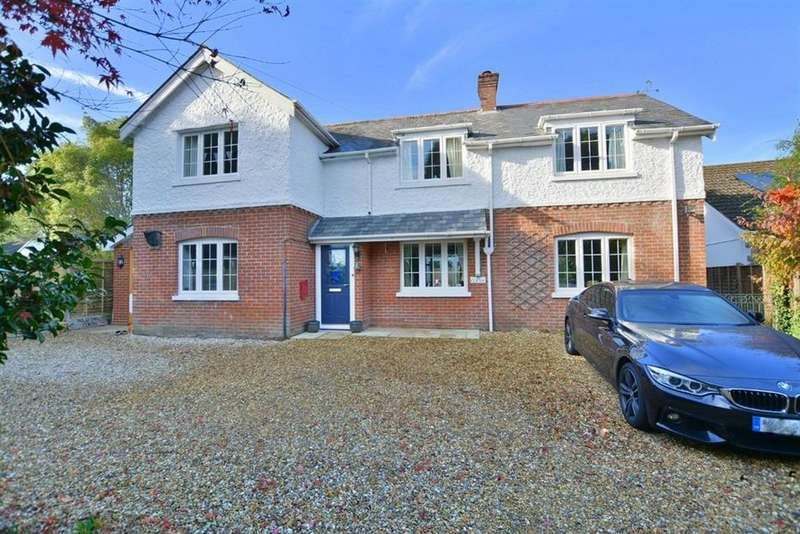 4 Bedrooms Detached House for sale in Lake Road, Verwood