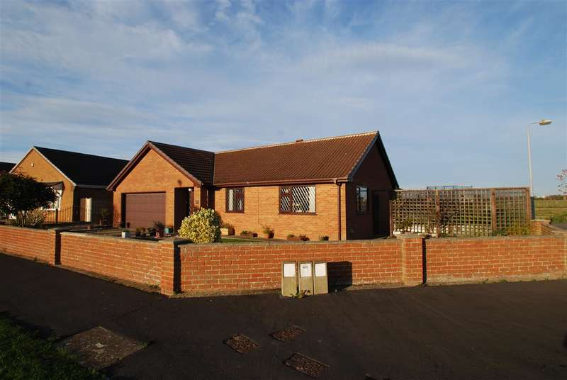 3 Bedrooms Bungalow for sale in Beacon Park Drive, Skegness