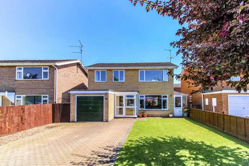 4 Bedrooms Detached House for sale in Helmsley Way, Spalding