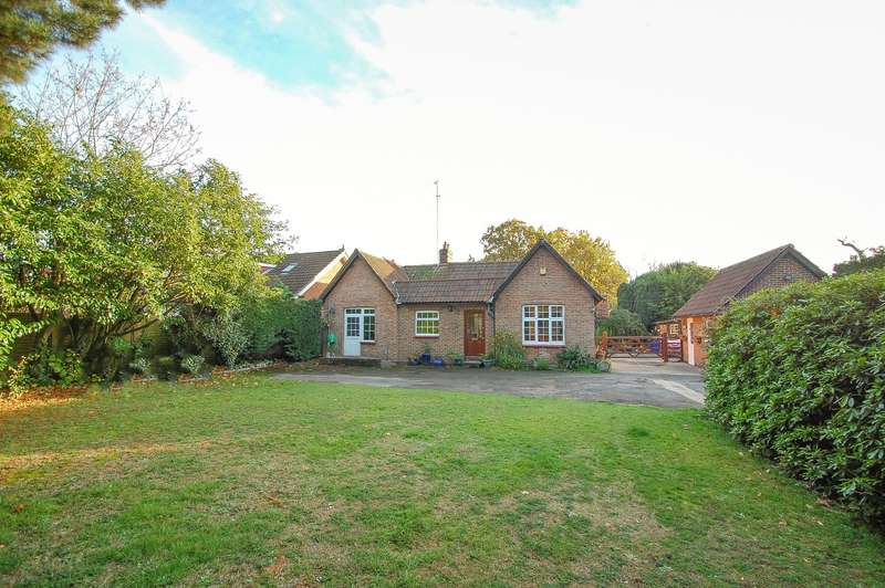 3 Bedrooms Detached Bungalow for sale in The Oaks Wexham Park Lane, Wexham, SL3