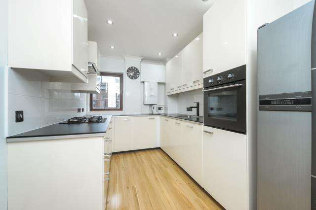 2 Bedrooms Flat for sale in Royal Court, Kings Road, Reading, RG1