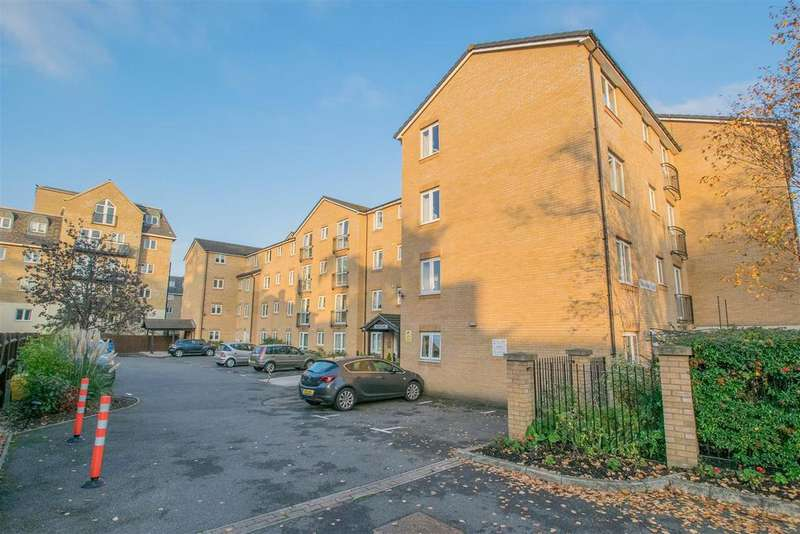 2 Bedrooms Apartment Flat for sale in Benstede Court, Hoddesdon