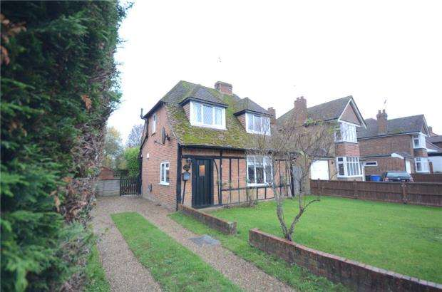 3 Bedrooms Detached House for sale in New Road, Holyport, Maidenhead