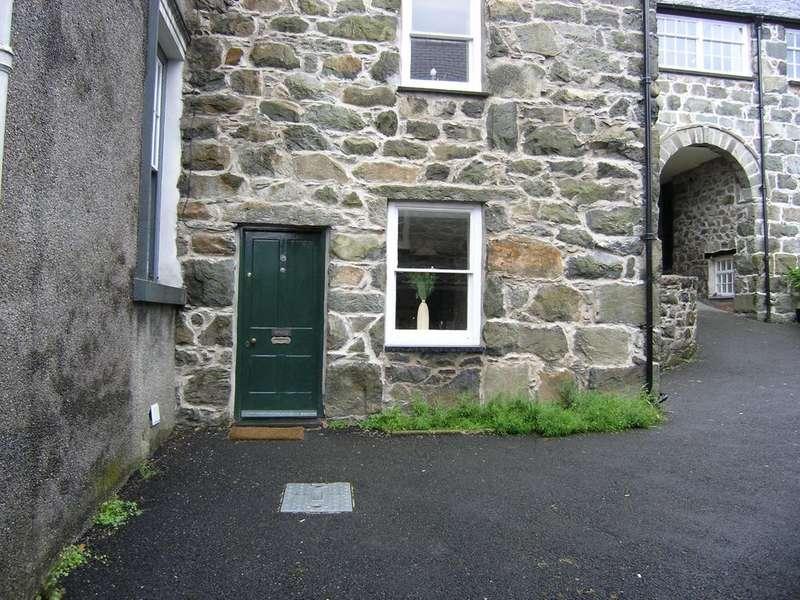 2 Bedrooms Flat for sale in Arenig, Yr Hen Ysgoldy, Dolgellau LL40 1RU