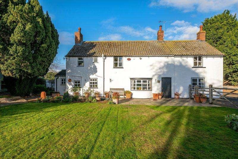 4 Bedrooms Cottage House for sale in Period detached cottage, Skellingthorpe