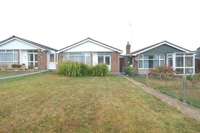 3 Bedrooms Detached Bungalow for sale in Curlew Drive, Marchwood, Southampton