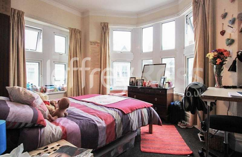 6 Bedrooms Private Halls Flat for rent in Mackintosh Place, Roath