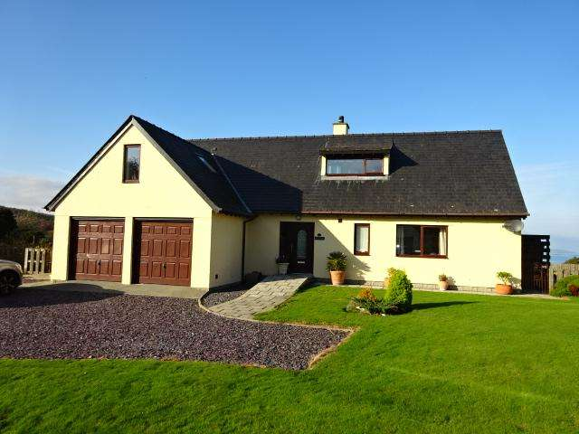 4 Bedrooms Detached House for sale in WERN FARM ESTATE, LLANDDONA LL58